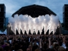 CO2 mistpluimen op een podium tijdens een show met artiesten of een DJ