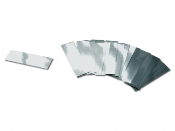 Partyshooter gevuld met metallic zilveren confetti. Met deze shooters schiet je eenvoudig een regen van confetti hoog de lucht in
