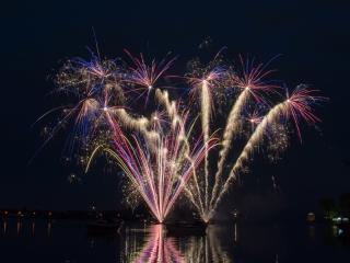 Xena Vuurwerk verzorgt vuurwerkshows van groot tot klein. Met ruim 15 jaar ervaring weten wij bij elke gelegenheid een passende vuurwerkshow neer te zetten