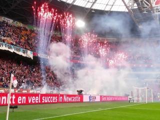 Xena Vuurwerk verzorgt al jaren de tifo en sfeeracties bij diverse voetbalclubs in het betaalde voetbal voor  onder meer AJAX, FC Utrecht, Vitesse en ADO Den Haag