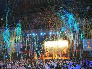 Elektrische shooters afgevuurd vanuit de Power Shot op podium tijdens evenementen en concerten